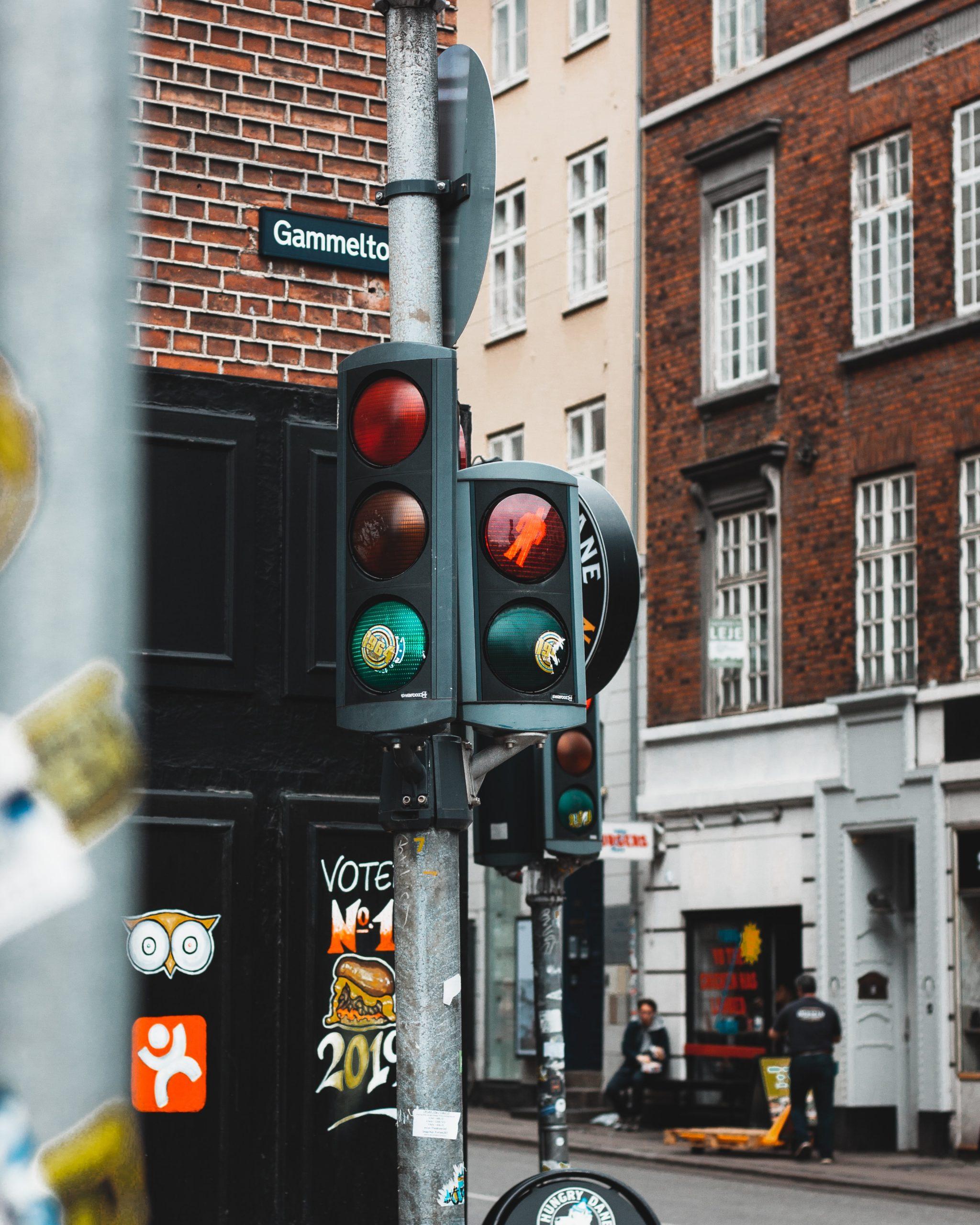 turned-off traffic light